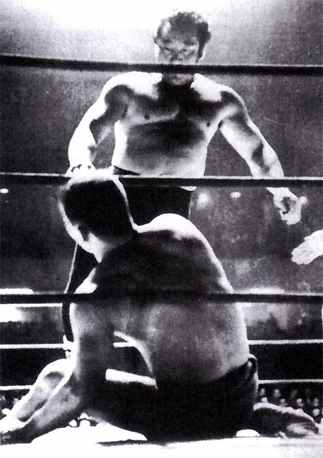 An iconic photo of Masahiko Kimura vs. Rikidozan