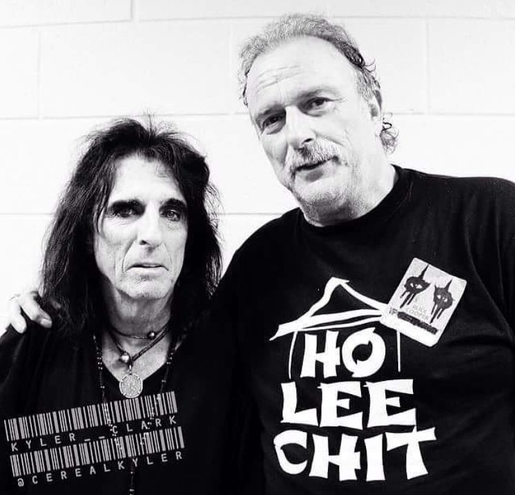 A recent photo of Alice Cooper and Jake Roberts