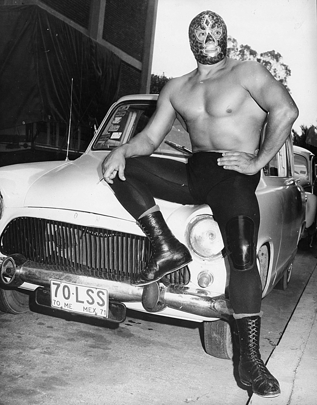 """Mil Máscaras became a superstar outside the squared circle and continued the tradition of """"Masked Cinema"""" like his counterparts El Santo and Blue Demon."""