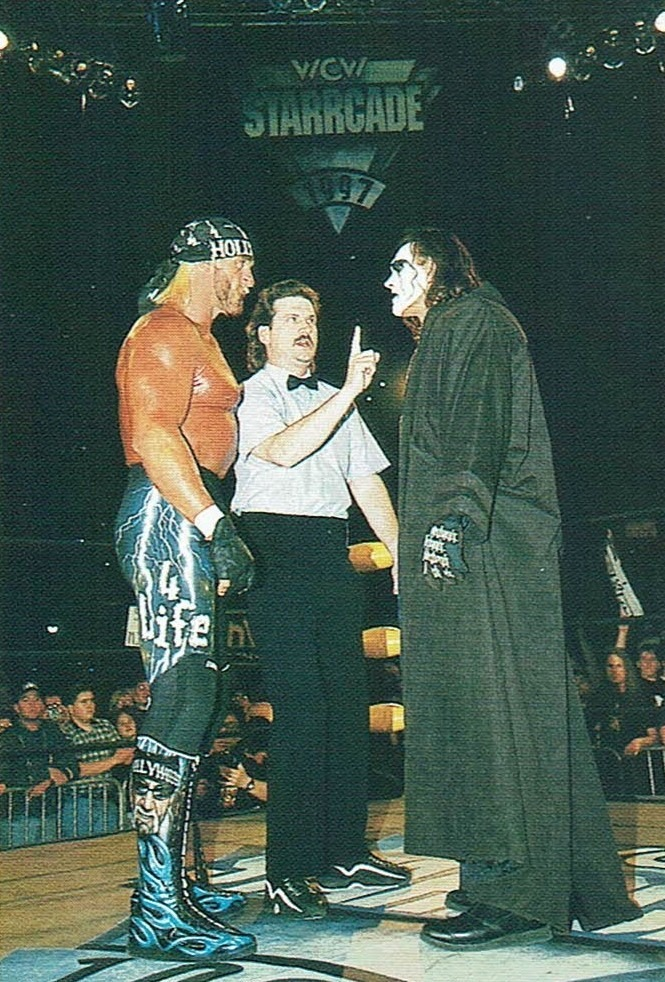 Hogan and Sting face-off at WCW Starrcade 1997.