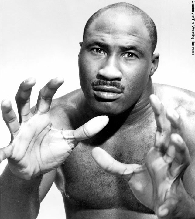 Bearcat Wright is ready to use his huge hands to apply his feared claw hold!