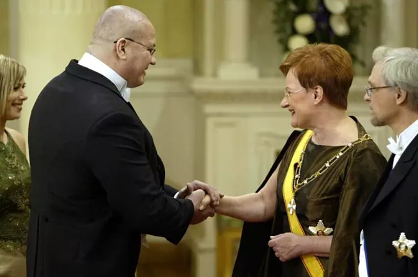 Member of Parliament Tony Halme, who used to wrestle by the name of Ludvig Borga in professional wrestling, and Finnish President Tarja Halonen.