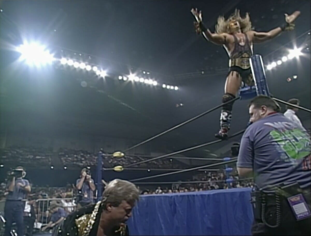 """With """"Mr. Wonderful"""" Paul Orndorff on the outside, The Renegade poses to very little fanfare at WCW Clash of the Champions 31."""
