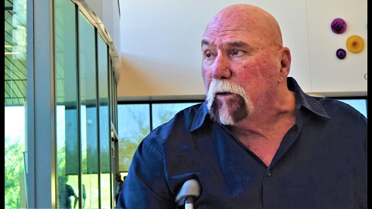 Superstar Graham has been going through what he deems catastrophic health issues as of late, but remains in contact with the fans and enjoys speaking with them.