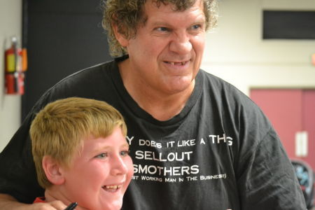 Tracy Smothers enjoys interacting with the fans but has issues with smarks that, in his opinion, many times only trash and criticize the business.