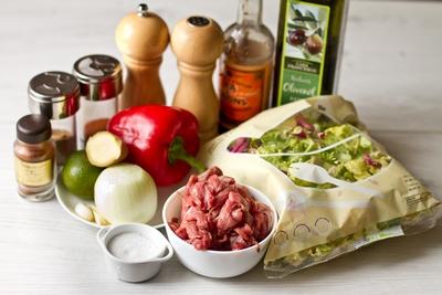 Теплый салат сострой говядиной исладким перцем