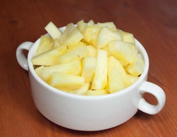 Салат изэкзотических фруктов смалиной