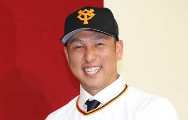 中島宏之 巨人 移籍 成績 年俸 背番号