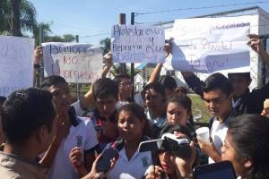 Toman alumnos Cobaev de Fortín; piden la construcción del plantel