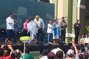 López Obrador regresa a Córdoba; Lety López, guardó silencio, humillada por su pueblo