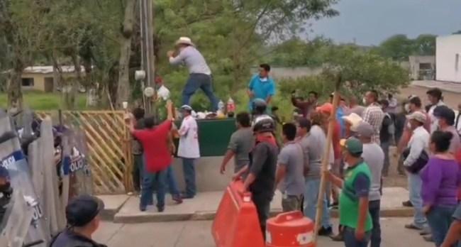 Tras protesta de habitantes de Loma Grande, liberan a juez auxiliar