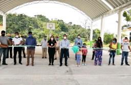 Inaugura alcalde de Atoyac, domos en la zona serrana para beneficio de dos escuelas