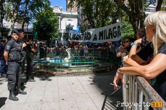 La Plaza Pringles con vallado para evitar que manifestantes lleguen a la Bolsa de Comercio. © Sebastián Criado, proyecto341.com reservados todos los derechos / all rights reserved