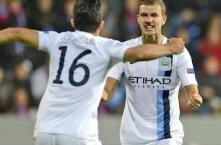 Dzeko celebra su gol con Agüero   THE INDEPENDENT