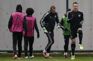 Los jugadores del Chelsea, ejercitándose en Estambul   EFE
