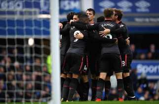 El Arsenal se mete en Europa tras una exhibición en el Goodison