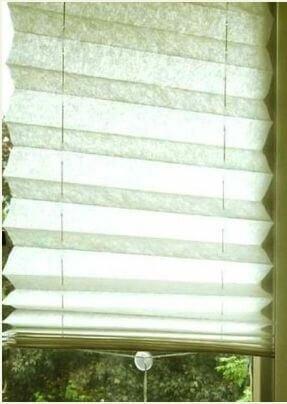 Жалюзи из обоев на кухонном окне