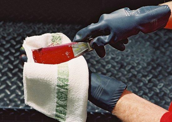 Czyściwa tekstylne oferowane w systemie full-service przez firmę MEWA już od niemal stu lat pozwalają zachować czystość w zakładach produkcyjnych