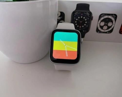 Reloj Inteligente DT100 Blanco con fondo de colores