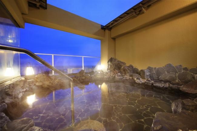夕日を望める露天風呂