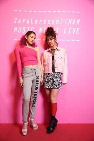 (左から) 須田アンナ/武部柚那(E-Girls)