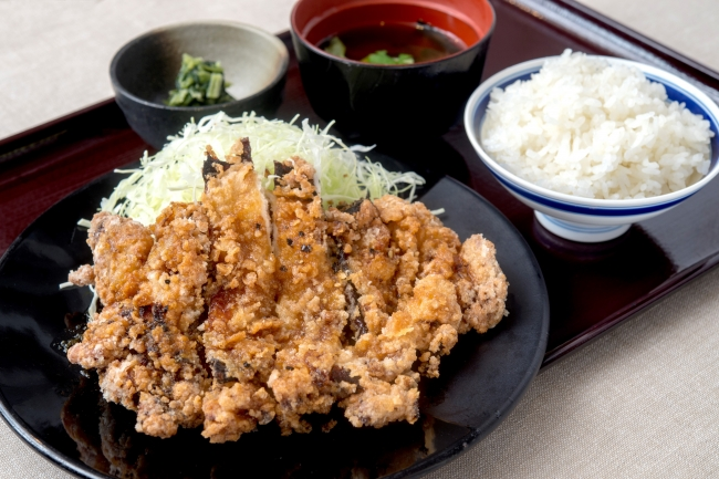 【新メニュー】『鶏の三味香ばし揚げ』880円(+税)