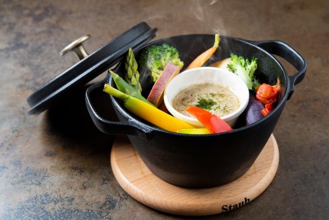 「彩野菜のSTAUB蒸しバーニャカウダ」1,380円(+税)