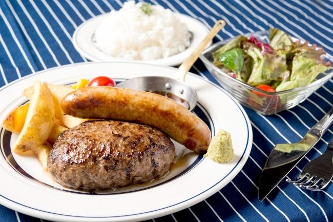 『熟成牛ハンバーグ』880円+ソーセージ280円(+税)