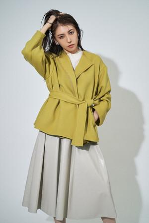 coat ¥26,000+tax、skirt ¥16,000+tax