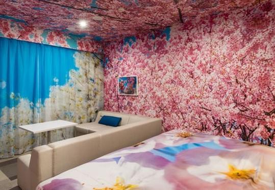 2位 京都府「ホテル アンテルーム 京都」の蜷川実花氏によるコンセプトルーム。