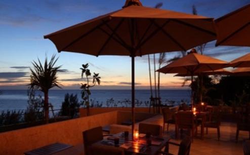 1位 沖縄県「カフーリゾートフチャク コンド・ホテル」のレストランからの夕景。