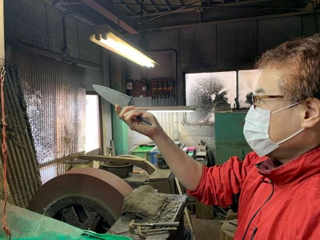 研ぎはこの道30年の「中村打刃物製作所」の中村さん