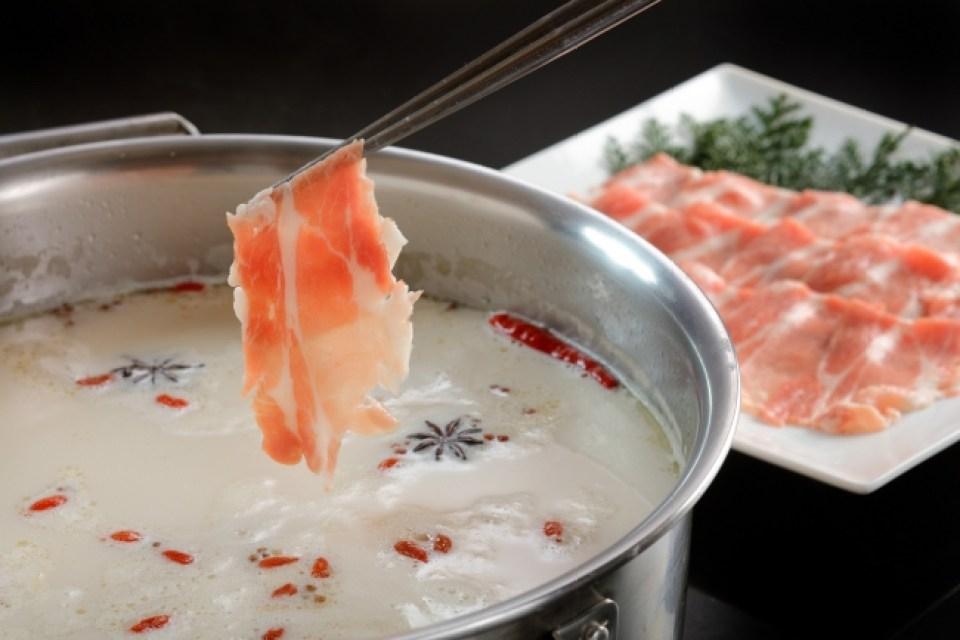 【バイキング&カクテルラウンジ トップ オブ ミヤコ】豚肉のしゃぶしゃぶ 薬膳風スープ