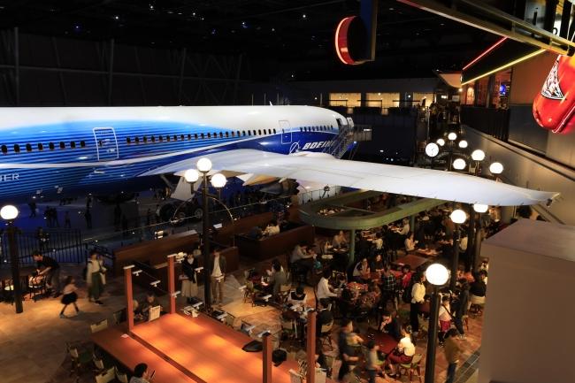 FLIGHT OF DREAMSから愛知県国際展示場への通路から、2Fシアトルテラスを望むアングル