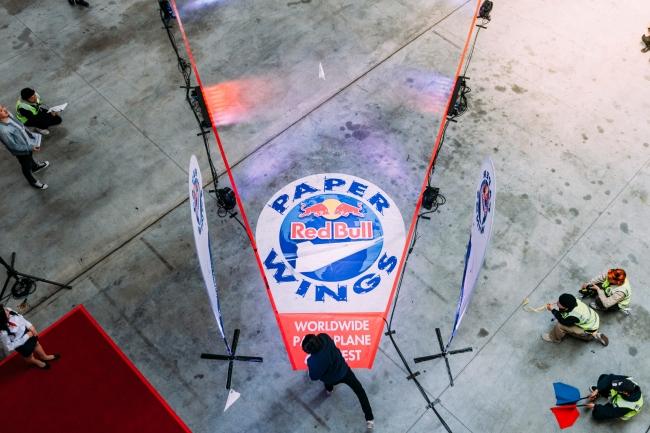 最長飛行距離に挑む参加者 © Suguru Saito  Red Bull Content Pool