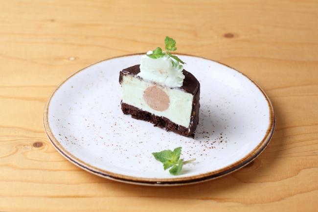 3種のチョコを楽しめるパリパリ!チョコミントケーキ