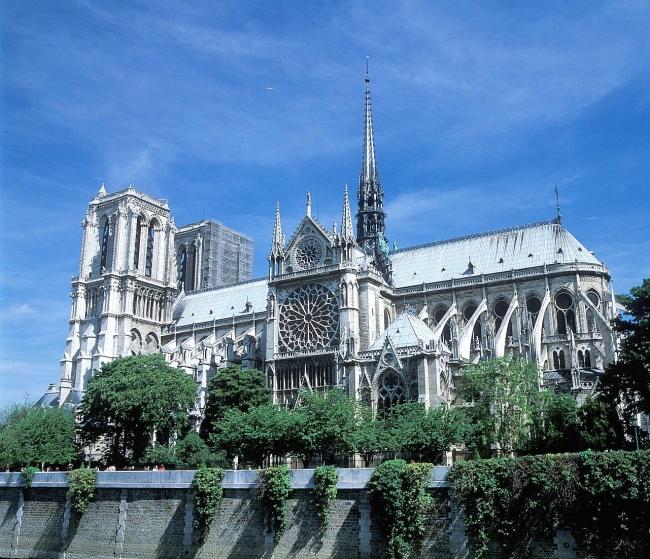 「パリのセーヌ河岸」には、ノートル・ダム大聖堂やルーヴル美術館、エッフェル塔など、歴史もあり見た目にも美しい遺産が多く含まれる。(C)小泉澄夫