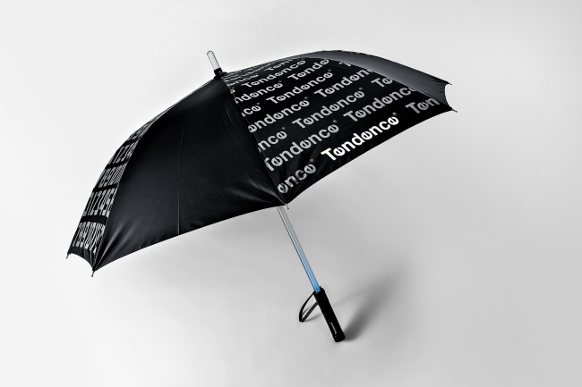 ワイドサイズ、 UV加工の傘なので 晴雨兼用でお使いいただけます。