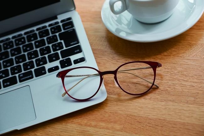 2018年12月19日公開  メガネ偏愛コラム】【ブルーライトカットメガネの必要性について】