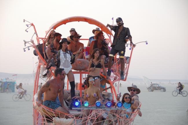 裸、アート、砂漠、カオス… 世界最大の奇祭「バーニングマン」に突撃/アメリカ