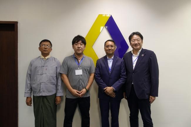 左からMPT モバイルマネー事業部副部長 U Aung Kyi Myint氏、  KCKM COO三上徹氏、  MPT Money CEO Rozano Plata氏、  Chaintope CEO 正田英樹