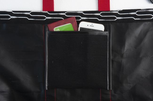 内側ポケット付きで小物が整理しやすい!
