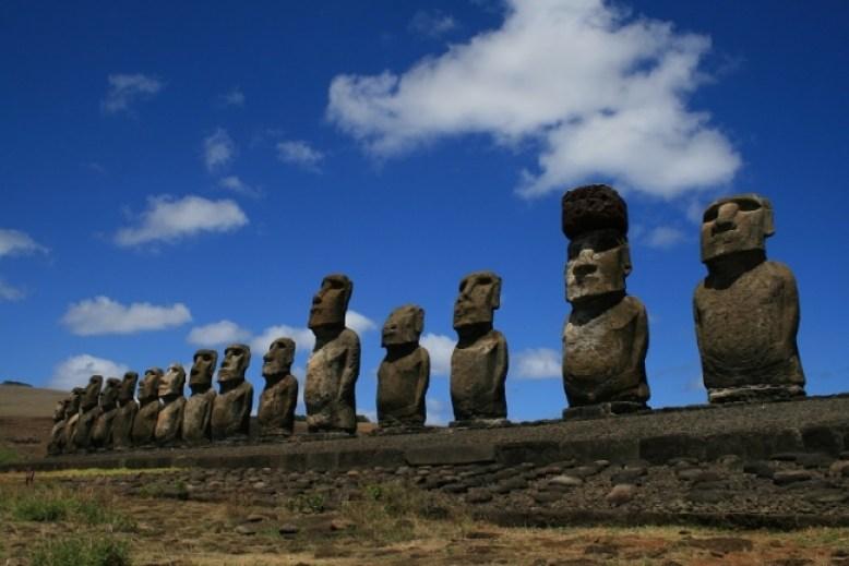 イースター島のモアイ像  写真提供 ピクスタ(転載不可)