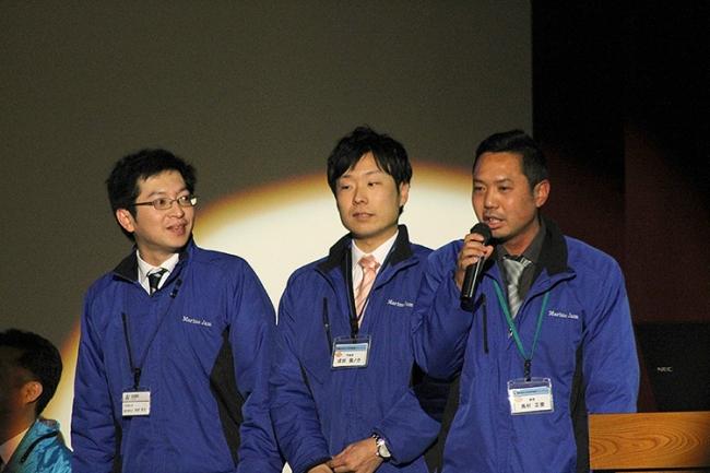 16年前に受けた海洋教育がきっかけで島のちいさな水族館で働くことを目指した戎田さん(写真中央)。