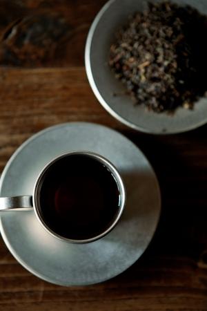 新芽のティップだけを使用したカフェインの少ない 独特の甘さをもつ MORETHAN TEA