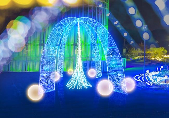 入場ゲートからも見渡せる巨大な光のオブ ジェ。フラワーパークイルミネーションの新しい シンボルです。