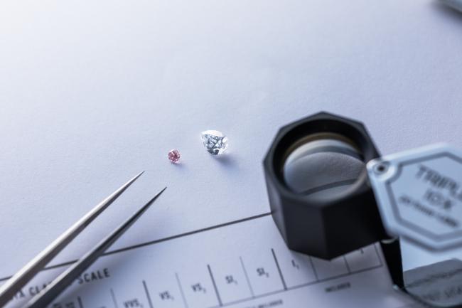 ジェモロジストが厳選したダイヤモンドのみを使用します。