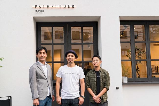 左から井坂取締役、  下山代表、  成尾店長