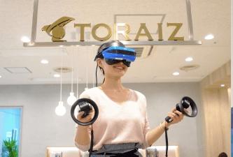 VRヘッドセットを装着して練習する様子(TORAIZ赤坂センターにて)。