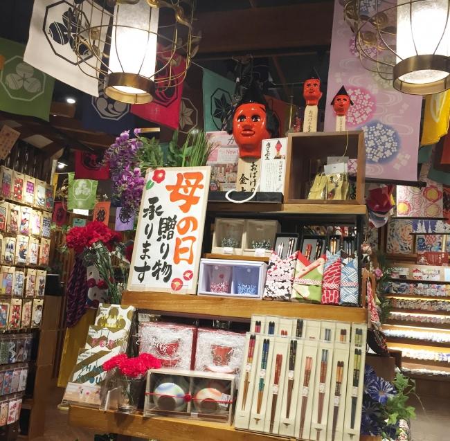 [熊本郷土玩具 おばけの金太] 特注サイズがお客様を出迎えます。